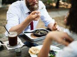 traveling-eating-restaurants